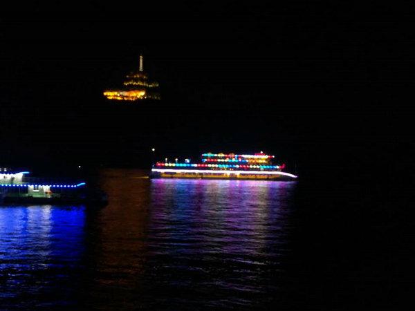 三峡八号夜游船