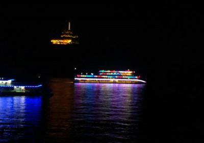 8月1日起宜昌长江夜游船每天发船,乘三峡八号游轮过葛洲坝船闸,体验宜昌夜游长江