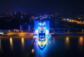 2019宜昌长江夜游,乘坐三峡八号游轮游长江夜景,过葛洲坝船闸