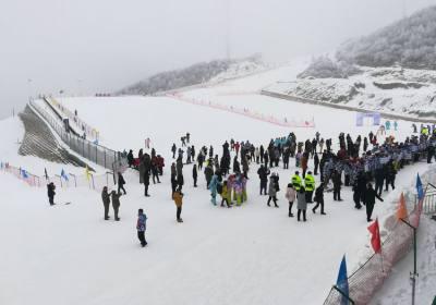 宜昌到独岭云顶酒店滑雪直通车12月7日开通,专为五峰国际滑雪场滑雪定制的品质游