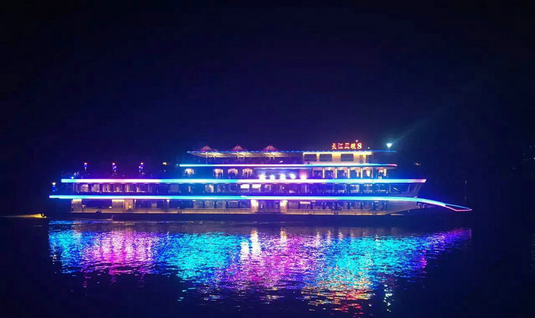 长江夜游三峡八号游船
