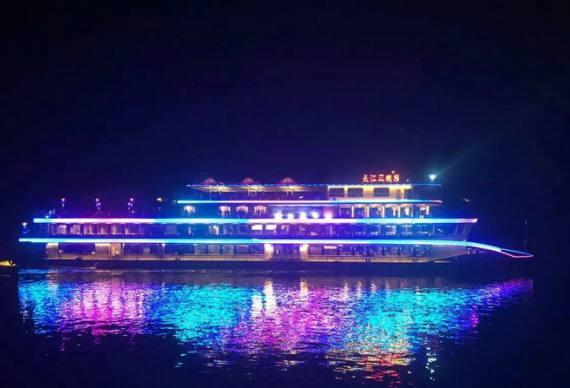 2021宜昌长江夜游,乘坐三峡八号游轮游长江夜景,过葛洲坝船闸