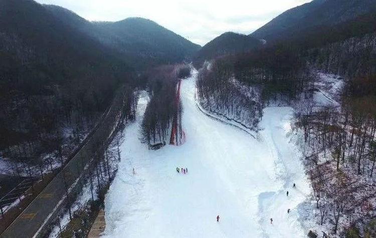 神农架中和滑雪场全景