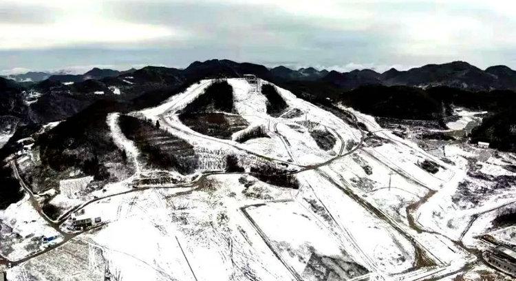 恩施旅游巴东绿葱坡滑雪场雪景图