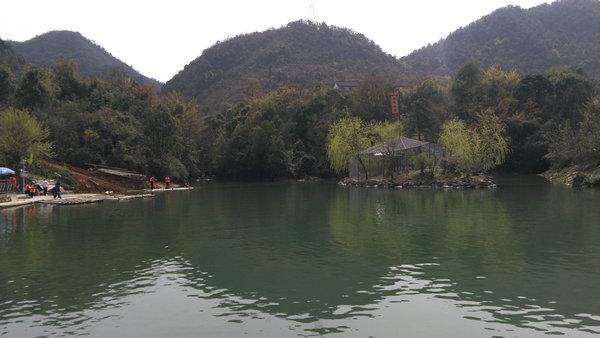 到宜昌三峡九凤谷,赏紫薇花,穿大峡谷,玩玻璃桥
