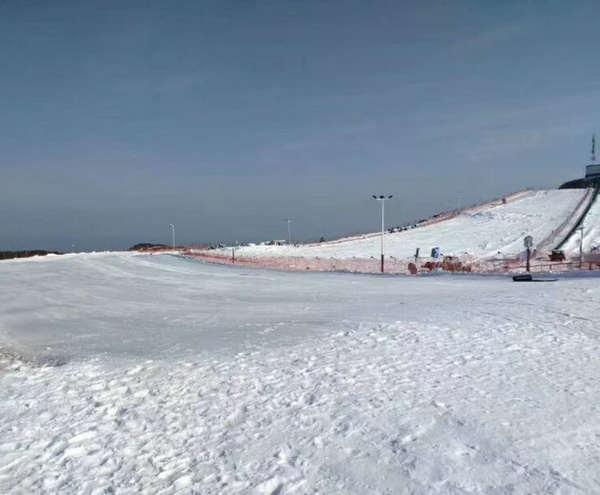 百里荒滑雪场1月21日承办2018国际儿童滑雪节,相约宜昌百里荒尽享滑雪乐趣