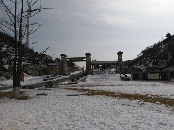 百里荒滑雪场春节正常营业,欢迎来宜昌体验百里荒高山滑雪