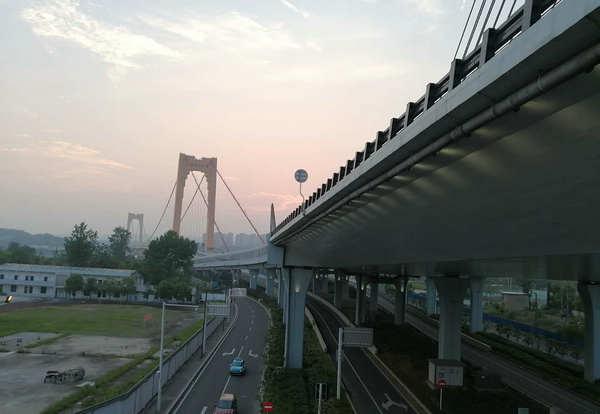 宜昌城区跨江大桥庙嘴至喜大桥喜获鲁班奖,是世界上第二座钢混结合梁悬索特大桥