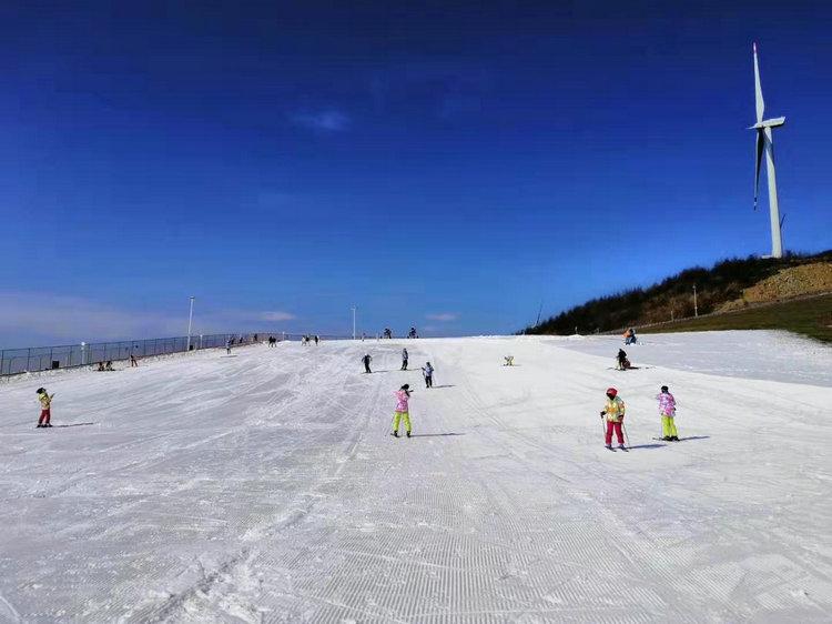 宜昌到五峰国际滑雪场二日游,宜昌五峰湾潭国际滑雪场