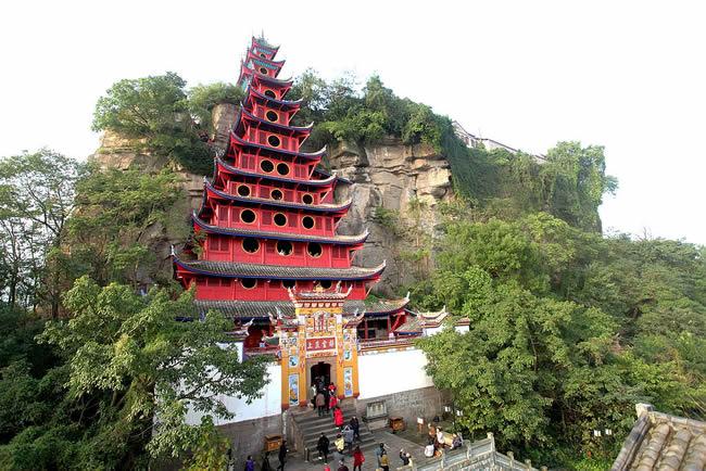 宜昌长江三峡旅游景点石宝寨介绍,世界第八大建筑奇迹石宝寨