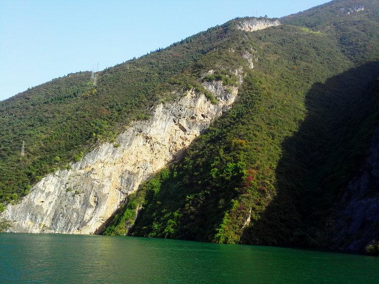 巫山红叶节旅游,到文峰观看巫山三峡红叶